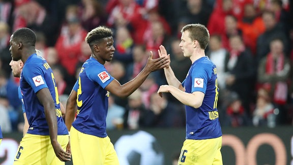 Nordi Mukiele (22, RB Leipzig) und  TorschŸtze Lukas Klostermann (16, RB Leipzig)