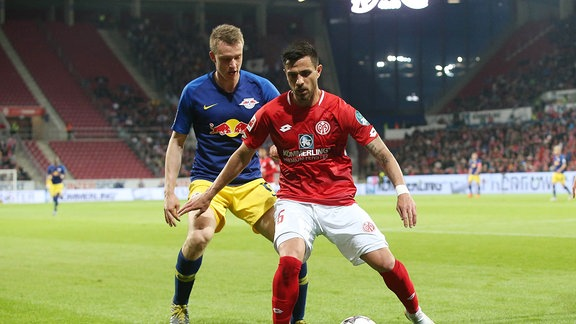 Lukas Klostermann (16, RB Leipzig) und Danny Latza (6, Mainz).