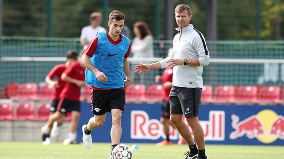 Marcelo Saracchi und Co Trainer Jesse Marsch beim Training