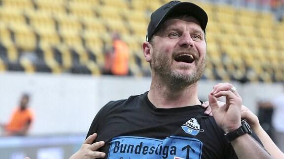 Aufstiegsjubel bei Trainer Steffen Baumgart (Paderborn)