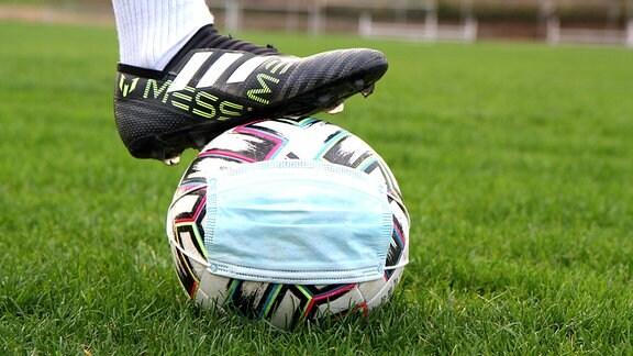 Themenbild: Spielbetrieb im Amateurfussball wird wegen Corona vorläufig ausgesetzt