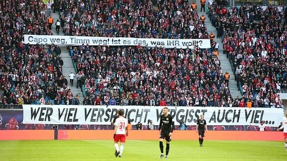 Plakat Transparent: wer viel verspricht vergisst auch viel...wir müssen reden - Dialog jetzt / Capo weg, Timm weg! Ist es das was ihr wollt?