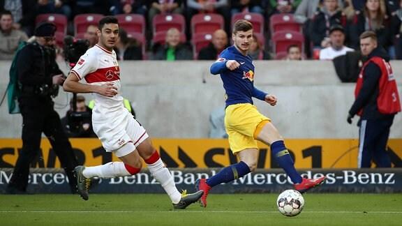 Im Bild v.l.: Ozan Kabak (18, Stuttgart) und Timo Werner (11, RB Leipzig)