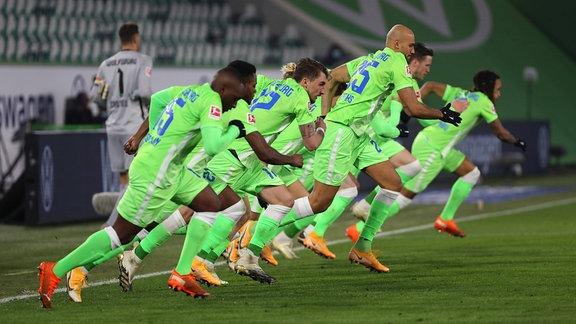 Fußballspieler rennen