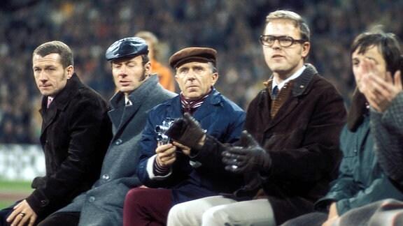 v.li.: Mannschaftsleiter Siegfried Gumz, Co Trainer Gerhard Prautzsch, Trainer Walter Fritzsch, Mannschaftsarzt Dr. Wolfgang Klein