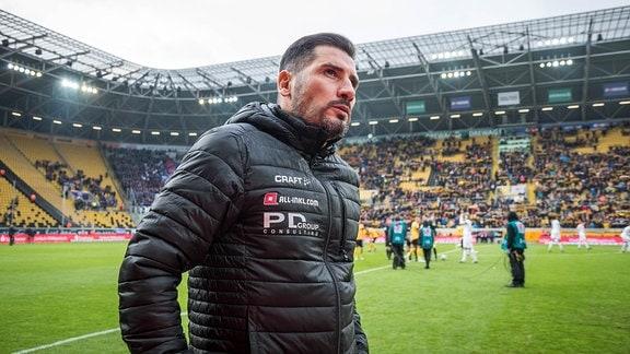 Dresdens Cheftrainer Cristian Fiel kurz vor dem Anpfiff SG Dynamo Dresden