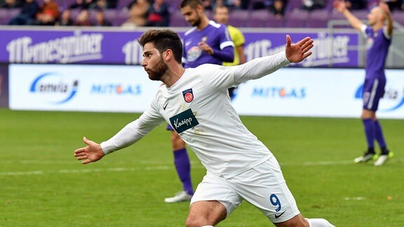 Stefan Schimmer 1. FC Heidenheim 1846 erzielt den 1:1 Ausgleich