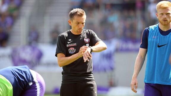 Co Trainer Andre Meyer (Aue) und Fabian Kalig