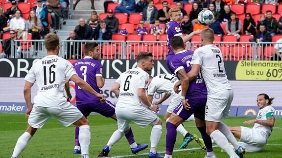 Fabian Kalig (FC Erzgebirge Aue) erzielt das Tor zum 0:1