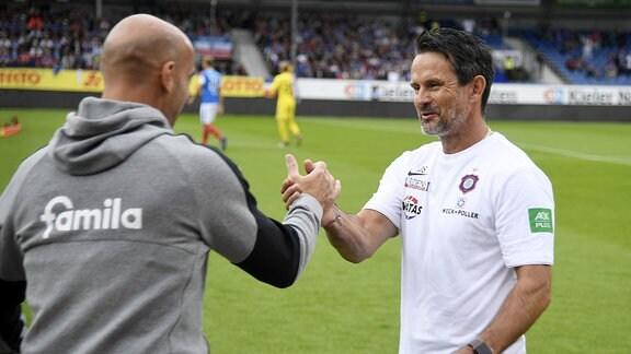 Aue-Trainer Dirk Schuster (rechts) mit KSV-Trainer Andre Schubert