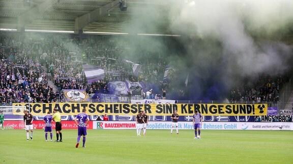 Fans Aue zünden Pyrotechnik