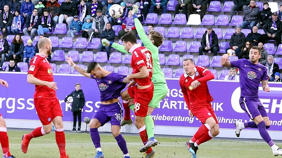 Erz.Aue - Duisburg - Fussball 2.Bundesliga -