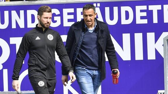 Julius Martenstein (Vierter Offizieller) und  Rachid Azzouzi (Sportdirektor / Geschäftsführer SpVgg Greuther Fürth)
