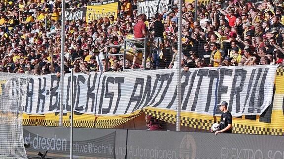 Plakat im Dynamo K-Block, Der K-Block ist Anti Ritter!!!
