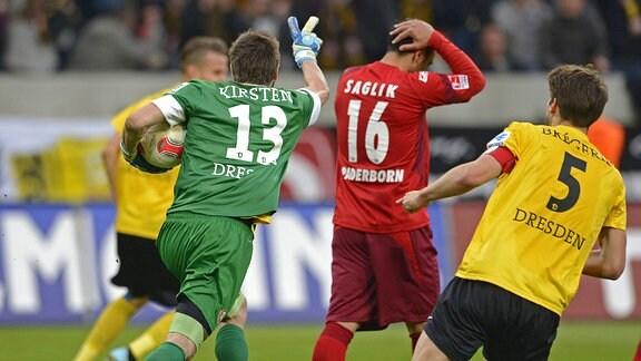 Dresdens Torwart Benjamin Kirsten jubelt nach seinem gehaltenen Elfmeter gegen Paderborns Mahir Saglik