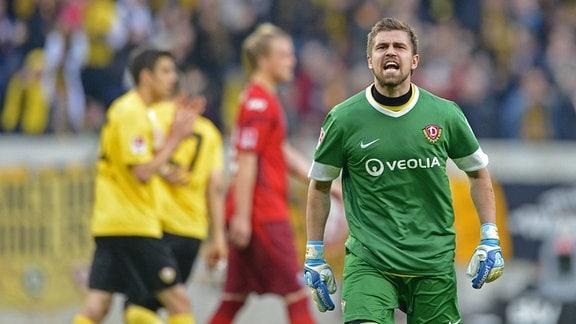 Benny Kirsten (Torwart Dynamo Dresden) gegen den SC Paderborn 2012/2013 (03. Mai 2013): Jubel nach dem gehaltenen Elfmeter gegen Mahir Saglik