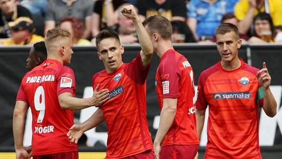 Torjubel Philipp Klement (Paderborn) nach dem Tor zum 0:1