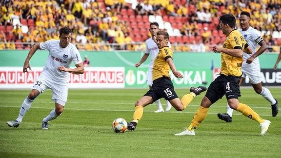 Tor zum 0:1 durch Chris Löwe (Dynamo Dresden)