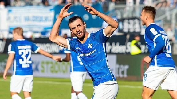 v.l. Serdar Dursun (SV Darmstadt 98) Torjubel