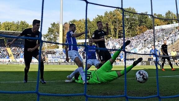 v.l. Serdar Dursun (SV Darmstadt 98), Alexander Brunst (1.FC Magdeburg)