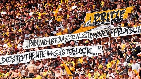 Transparent beim Spiel Dynamo Dresden gegen den FC St. Pauli