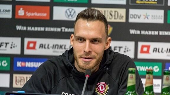 Patrick Schmidt Neuzugang aus Heidenheim auf der Pressekonferenz vor dem Auswärtspiel in Heidenheim.