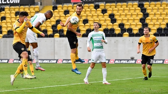 Daniel Keita-Ruel 10. SpVgg Greuther Fürth  erzielt Treffer Tor Torschuß zum 0:1 gegen Ioannis Jannis Nikolaou