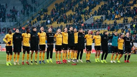 Dynamo Dresden feiert den Heimsieg gegen den FC Ingolstadt