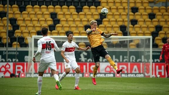 v.l. Marcin Kaminski VfB Stuttgart, S. Christoffersen SG Dynamo Dresden