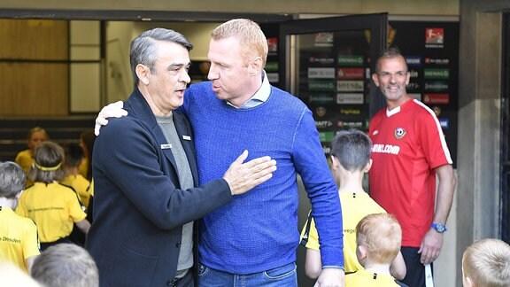 Damir Buric (Trainer SpVgg Greuther Fürth ) und Maik Walpurgis ( Trainer SG Dynamo Dresden / SGD )