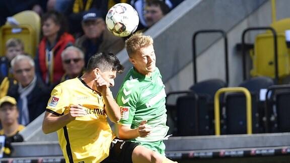 Ioannis Nikolaou (4, SG Dynamo Dresden / SGD ) gegen Sebastian Ernst (15, SpVgg Greuther Fürth )