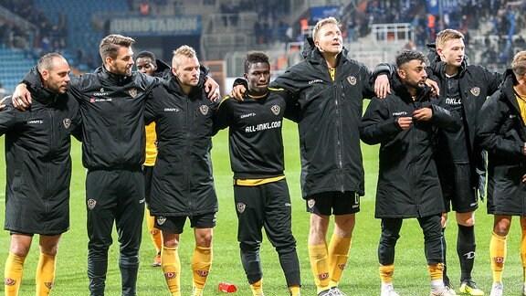 Dresdener Spieler bedanken sich bei den Fans