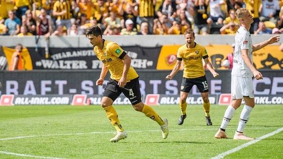Dresdens Jannis Nikolaou nach seinem Treffer zum 2:3