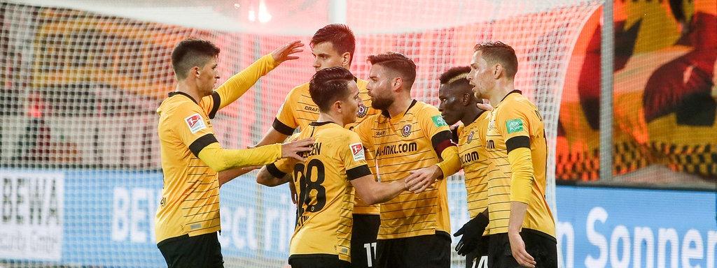 Fussball Dynamo Dresden Mit Befreiungsschlag Gegen Wehen