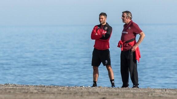 Kristian Walter und Ralf Minge am Strand