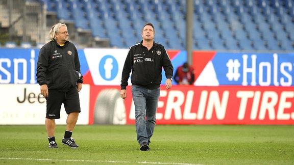 Skeptische Miene bei Dresdens Trainer Markus Kauczinski