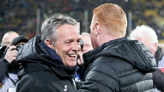 Uwe Neuhaus (Bielefeld/l.) und Trainer Maik Walpurgis (Dresden).