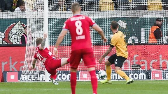 Bielefeld trifft zum 0:1.