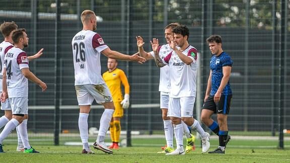 Dresdens Spieler nach dem Tor zum 3:1 durch Philipp Hosiner