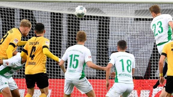 Simon Makienok Christoffersen erzielt Treffer  zum 1:1