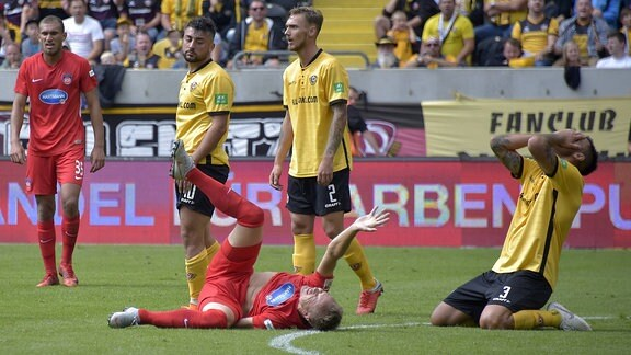 Arne Feick schwer verletzt am Boden