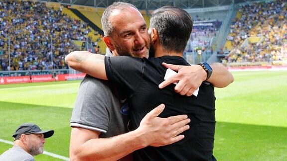 Frank Schmidt (Trainer, 1. FC Heidenheim 1846) li. und Cristian Fiel (Trainer, SG Dynamo Dresden) in freudiger Umarmung