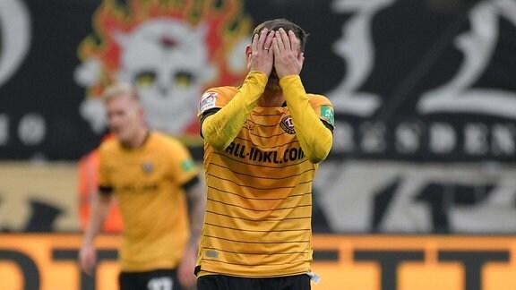 Chris Loewe SG Dynamo Dresden frustriert, SG Dynamo Dresden vs. Holstein Kiel, Fussball, 2. Bundesliga