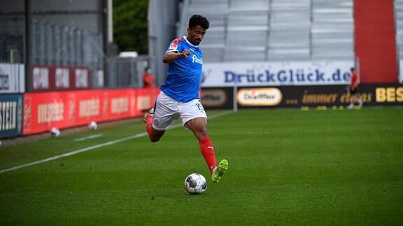 Emmanuel Iyoha KSV, 19, Holstein Kiel vs Dynamo Dresden