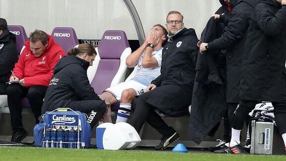 Musste in der ersten Hälfte verletzt ausscheiden; Fabian Klos (9, Bielefeld).