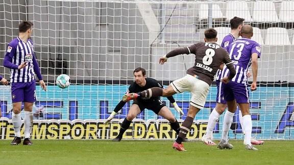 Tor für Sankt Pauli. Rodrigo Zalazar (8, StPauli) trifft zum 0:2