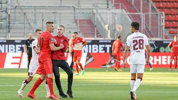 Stefan Kutschke 30, FCI im Streit mit Mühl Lukas 1. FCN