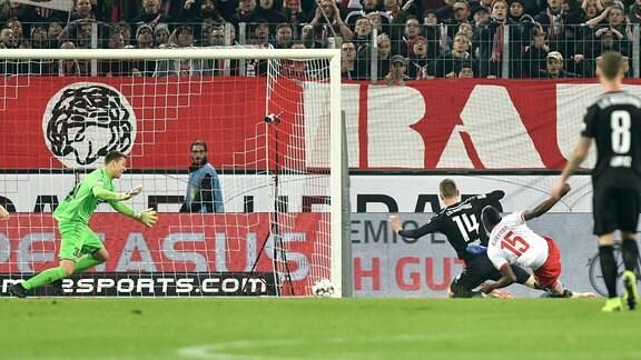 Jhon Cordoba ( 15, 1.FC Köln) macht das Tor zum 1:0.