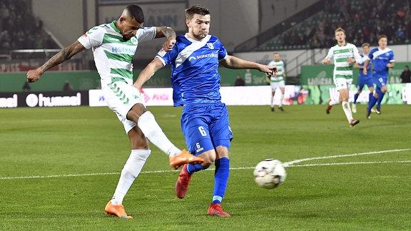 Daniel Keita-Ruel ) erzielt das 1:0 gegen Björn Rother