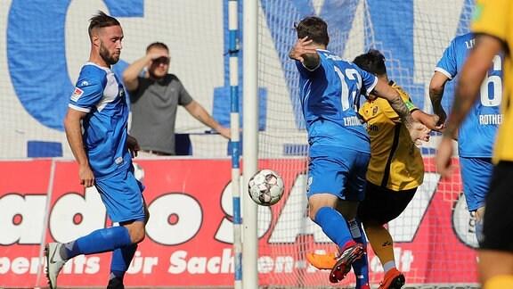 Aias Aosman Torschuß Tor zuum 2:0, Dennis Erdmann